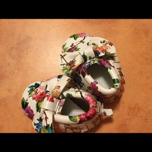 Shoes - FLORAL BABY SHOES with Bow Moccasin Style Size 3